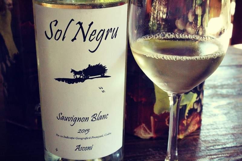 Urme proaspete de Sol Negru vin – Sauvignon Blanc