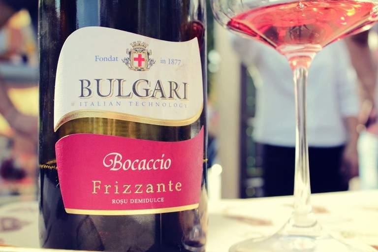 Cu un vin frizzante începe ziua de luni, nu-i așa?