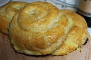 Miros de plăcinte coapte românești și vin 2