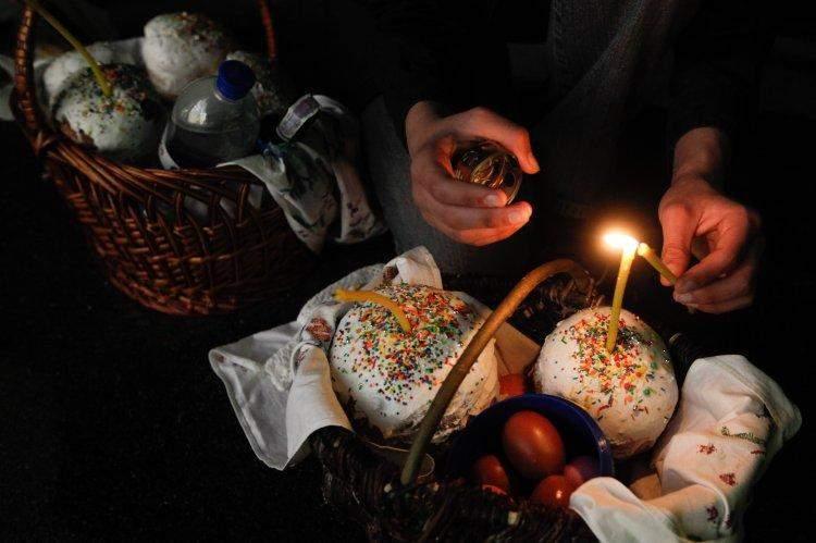 Tradiții Pascale. Familie, ouă roșii și vin de Paște 2