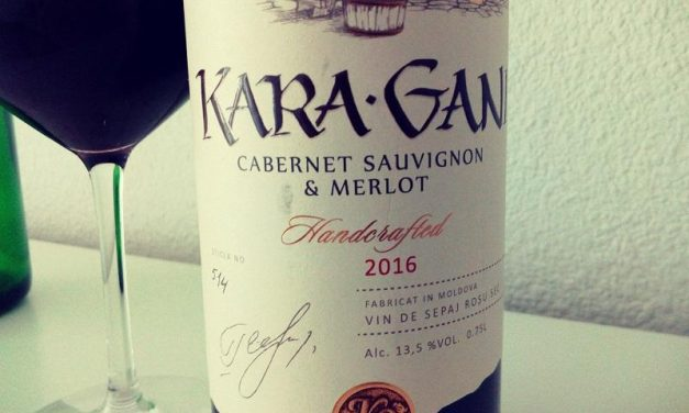 Kara Gani vin de sepaj Merlot și Cabernet Sauvignon